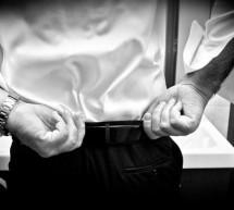L'eleganza declinata al maschile: fascia o cintura per lo sposo?